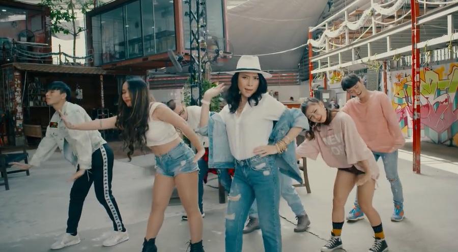 Mỹ Tâm khoe vũ đạo 'say rượu' trong MV 'Người hãy quên em đi'
