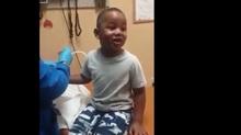 Clip: Cách khiến cậu bé tiêm liền 3 mũi mà không hề sợ hãi