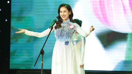 Hotgirl nổi tiếng Hà Nội nhầm danh ngôn vẫn đăng quang Á hoàng Trang sức