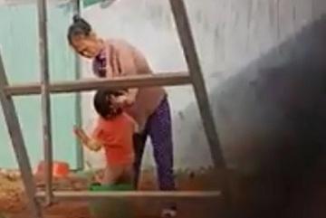 Xử phạt bảo mẫu hành hạ bé trai giữa giá lạnh