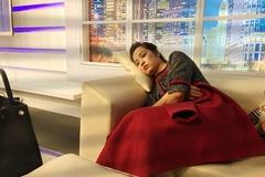 MC Minh Hương bị chụp trộm trong lúc ngủ trước giờ lên sóng