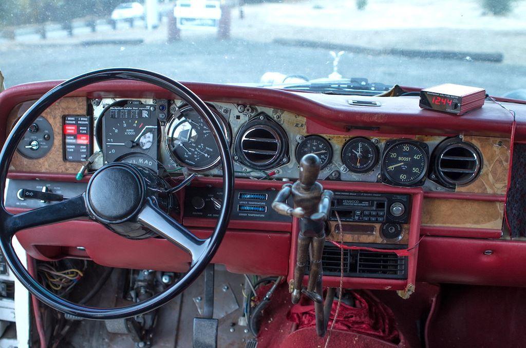 Soi xe siêu sang Rolls-Royce độ 'đồng nát' độc nhất thế giới