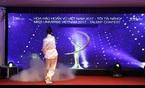 Màn múa đao điêu luyện của cô gái gây xôn xao Hoa hậu Hoàn vũ