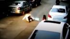 10 clip 'nóng': Cô gái thất kinh vì bị lợn rừng tấn công giữa phố