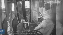 Tài xế dừng xe buýt an toàn trước khi qua đời vì cơn đau tim