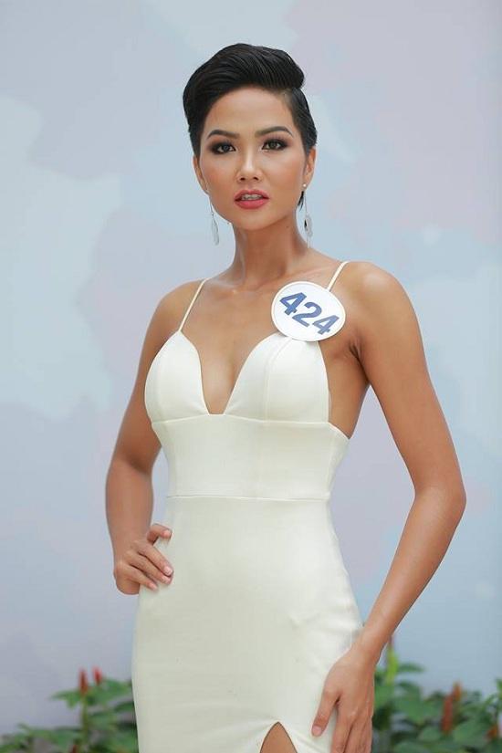 Ngắm vẻ gợi cảm của Tân Hoa hậu Hoàn vũ VN 2017
