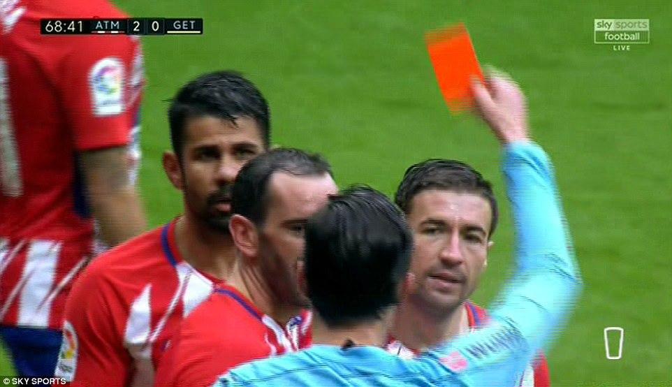 Diego Costa ghi bàn rồi bị đuổi, Atletico bỏ xa Real 8 điểm