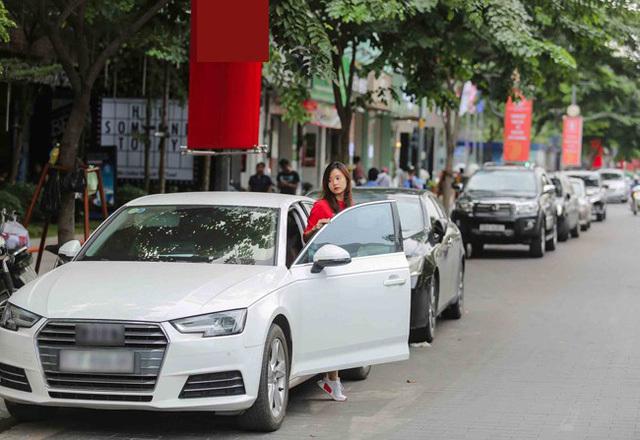 Không đu bám đại gia, 4 hot girl vẫn tậu xe hơi tiền tỷ