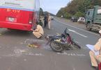 Xe khách tông xe máy, 2 cha con tử nạn ngày 29 Tết - ảnh 7