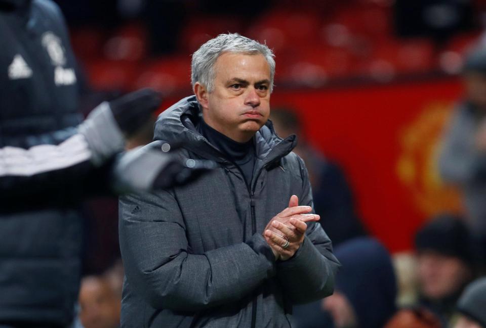 Mourinho tung đòn cực hiểm khiến sếp MU bấn loạn