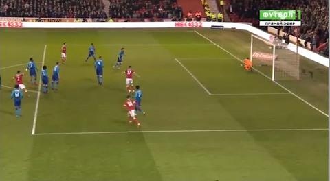 Nottingham 2-1 Arsenal: Siêu phẩm vuốt bóng
