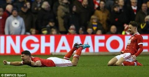 Nottingham 3-1 Arsenal: Quá khó cho ĐKVĐ