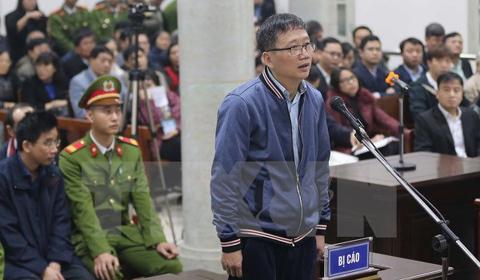Bị cáo Trinh Xuân Thanh đứng nghe cáo trạng