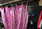 Nữ cấp dưỡng tái mặt vì sự cố trong nhà tắm tạm của công nhân - ảnh 6