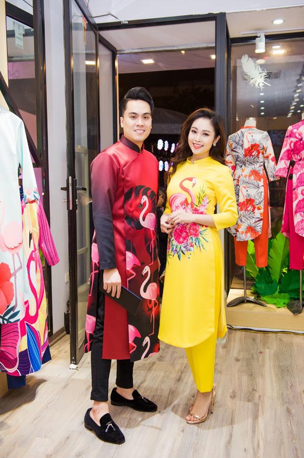 Việt Anh nhờ Đan Lê chọn áo cho... vợ