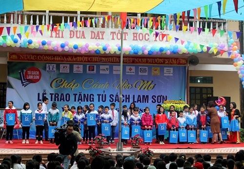 Tủ sách Lam Sơn: Nhân rộng ngọn lửa tri thức cho học sinh tiểu học