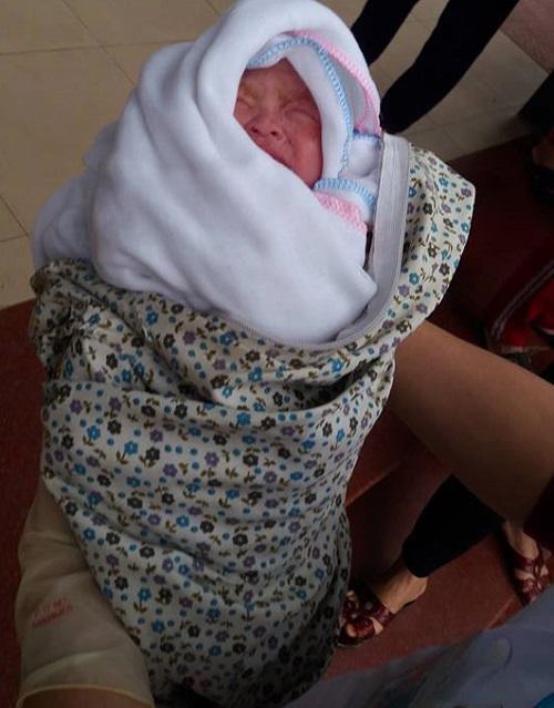 Ca sinh non kỳ diệu trên taxi của thai phụ khuyết tật