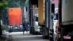 Xe container dàn hàng 'bức tử' vỉa hè Hà Nội ngày đêm