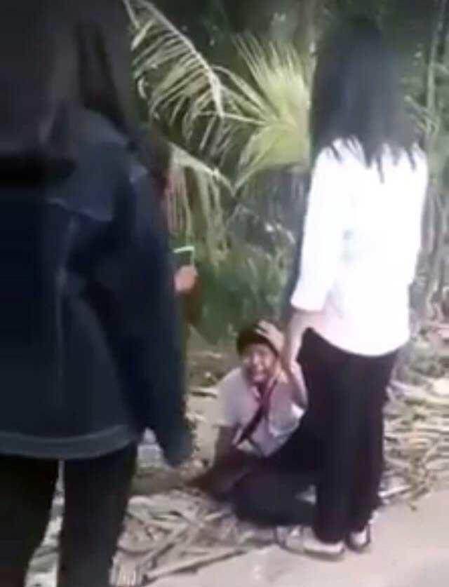 Nam sinh bị nhóm nữ sinh đánh hội đồng dã man, doạ giết