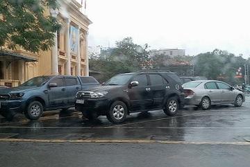 Hải Phòng: Khuôn viên nhà hát bỗng thành bãi giữ xe 'khổng lồ'