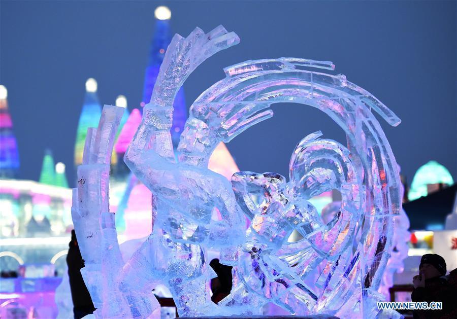 Ngắm các tác phẩm điêu khắc băng đẹp mê mẩn