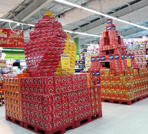 Bánh kẹo cao cấp 'lên kệ' đón Tết Mậu Tuất 2018