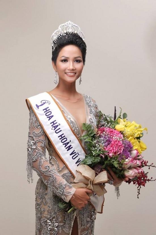 Hoa hậu đại dương động viên H'Hen Niê khi bị miệt thị nhan sắc