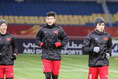 """U23 Việt Nam hưng phấn, """"bế quan"""" chờ đấu U23 Syria"""