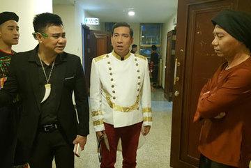 """Nghệ sĩ Quang Thắng làm """"hoàng tử"""" sau khi kêu cứu"""