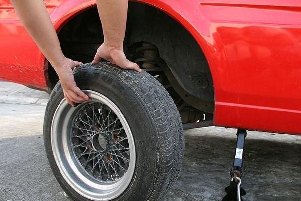 Cách xử lý 10 sự cố thường gặp khi lái xe ô tô