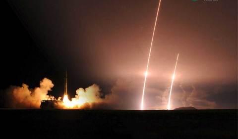 TQ phóng tên lửa