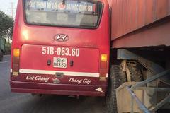 Tài xế xe buýt rượt đuổi container trên phố bị đình chỉ