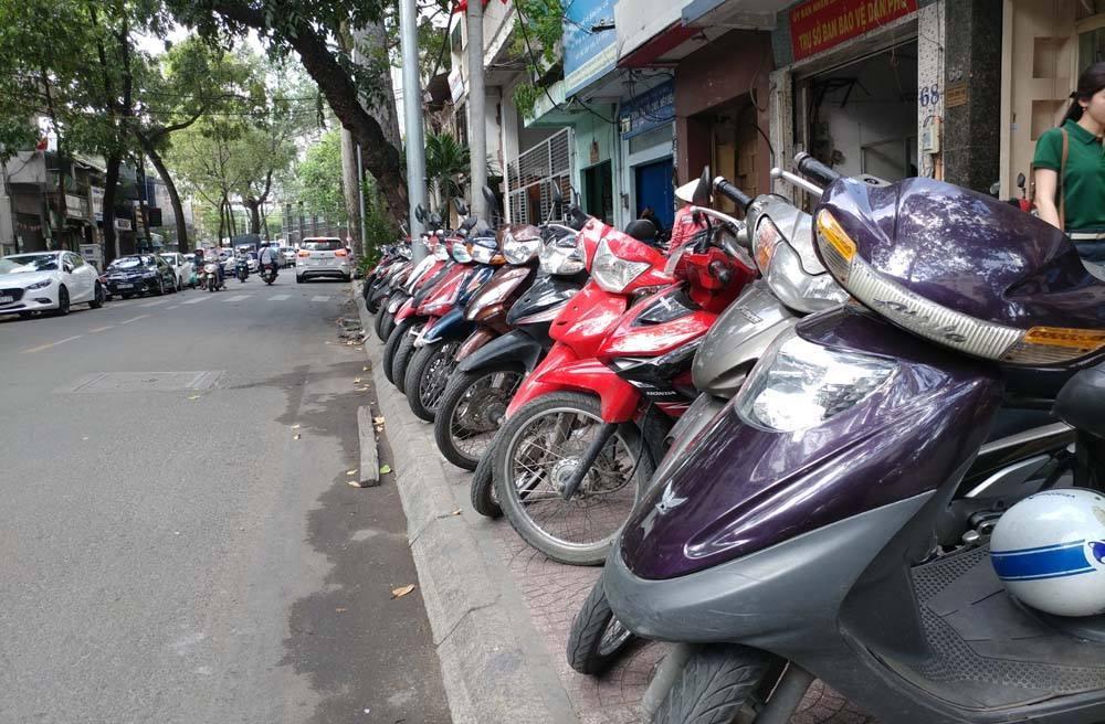 Lãnh đạo TP.HCM: 'Kinh doanh vỉa hè 1 tiếng kiếm 2-3 ngày tiền chợ'