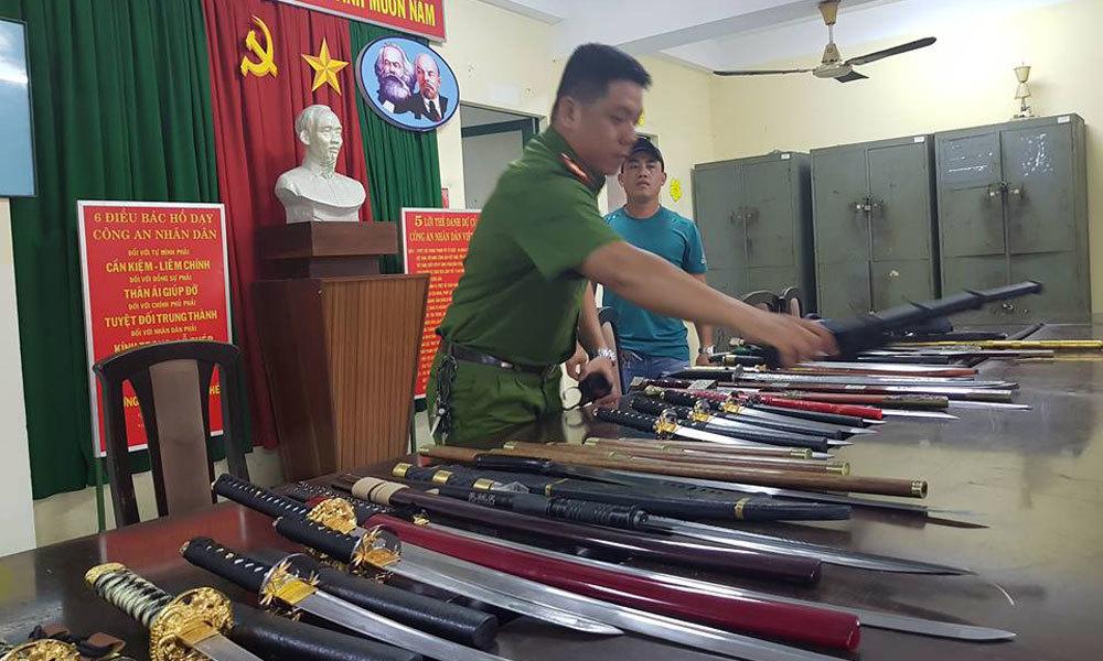 Kho 'hàng nóng' ở Sài Gòn bị triệt phá