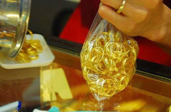 Giá vàng hôm nay 11/1: USD lao dốc, vàng vọt lên đỉnh 4 tháng