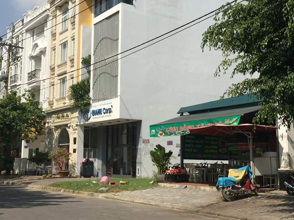 Hàng quán nhếch nhác bủa vây đô thị kiểu mẫu Phú Mỹ Hưng