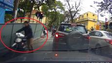 Hành động đẹp của tài xế bị xe hàng làm xước ô tô