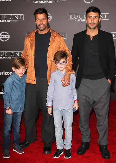Ricky Martin đăng ký kết hôn đồng tính sau hai năm hẹn hò