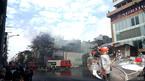 Cháy nhà phố Bạch Mai, dùng búa, kìm phá cửa