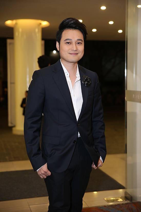 Cận cảnh đám cưới đình đám của ca sĩ chuyển giới Lâm Khánh Chi