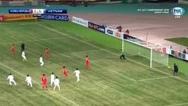 Xem Tiến Dũng khiến cầu thủ Hàn Quốc muối mặt vì đá Panenka