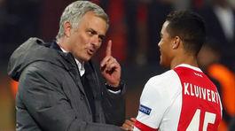 MU ký Sanchez trước mũi Man City, Mourinho chơi Barca vố đau