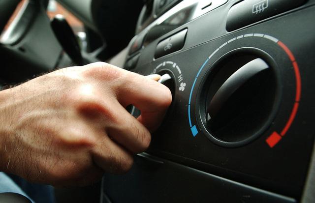 Cách xử lý tình trạng kính xe ô tô bị mờ hơi nước