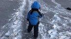 Tuyết đen phủ kín thành phố Kazakhstan