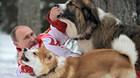 Khoảnh khắc lãnh đạo thế giới nô đùa bên cún cưng