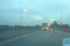 Không chấp hành lệnh dừng xe, đôi nam nữ hất văng cảnh sát cơ động