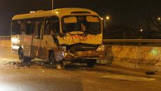 Hơn 10 người khóc thét trong xe khách biến dạngở Sài Gòn