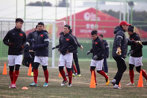U23 Việt Nam tập trên sân Thường Châu