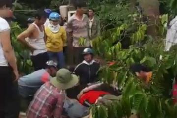 Xuống suối sửa máy bơm, 2 thanh niên bị điện giật tử vong