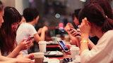 Cảnh báo nguy hiểm khi nghiện điện thoại, facebook
